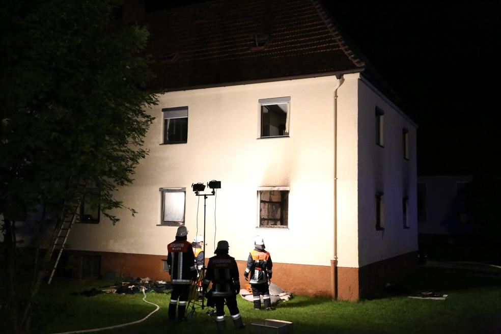 12-05-2014_neu-ulm_illertissen_zimmerbrand_6-verletzte_feuerwehr_poeppel_new-facts-eu_0019