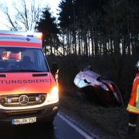 13-02-2014_biberach_egelsee_glaette_pkw-ueberschlag_verletzt_poeppel_new-facts-eu20140213_0003