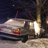 14-01-2014_ostallgaeu_oal11_burg_willofs_pkw-baum_schneeglaette_unfall_feuerwehr_poeppel_new-facts-eu20140114_0003