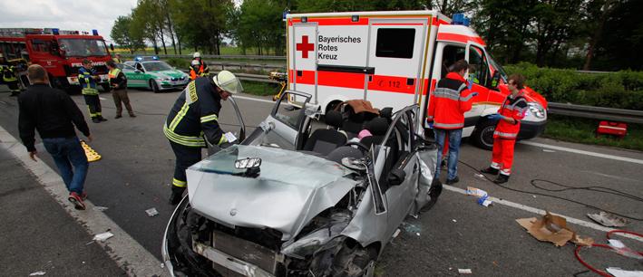 02-05-2014-a7-hittistetten-unfall-transporter-pkw-schwerverletzte-feuerwehr-rettungshubschrauber-zwiebler-new-facts-eu titel