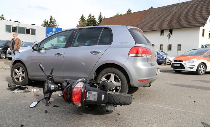 09-05-2014-unterallgaeu babenhausen pkw-roller verletzt rettungsdienst-poeppel new-facts-eu titel