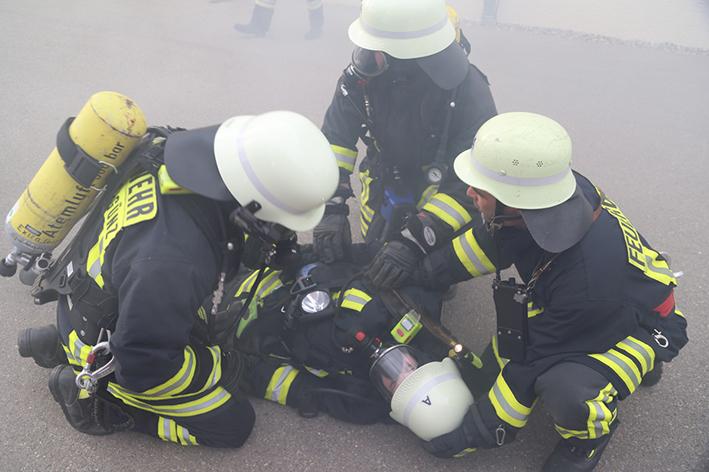 09-05-2014 unterallgaeu holzguenz joma mang uebung brand feuerwehr johanniter poeppel new-facts-eu titel