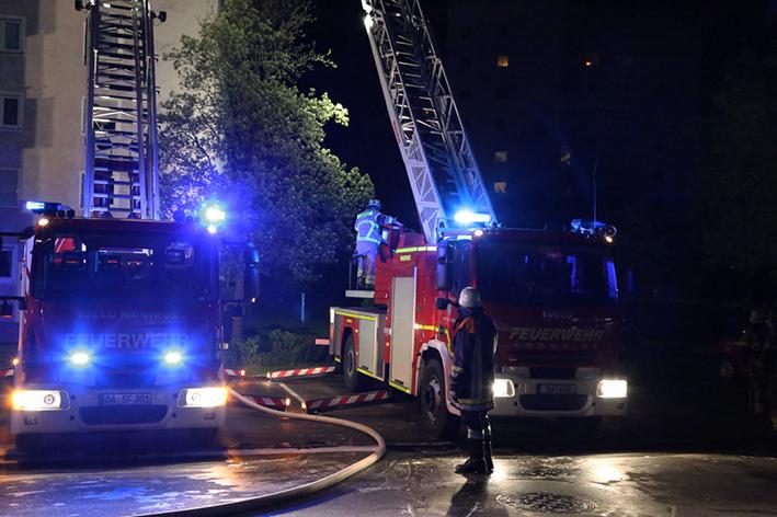 09-05-2014-oberaeu sonthofen brand zimmer hochhaus feuerwehr poeppel new-facts-eu titel