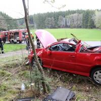 15-04-2014-unterallgaeu-breitenbrunn-korb-unfall-ueberschlag-feuerwehr-groll-new-facts-eu_0001