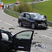 B308-Oberstaufen - Frontalzusammenstoss - 51-Jährige tot, Fahrer und Beifahrer schwer verletzt