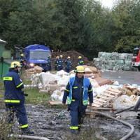 15-10-2013_unterallgäu_tussenhausen_brand_recycling-anlage_nachlöscharbeiten_poeppel_new-facts-eu20131015_0007