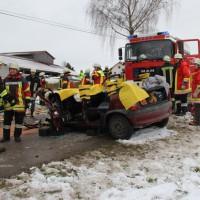 16-01-2014_unterallgau_zell_kronburg_unfall_verletzte_feuerwehr_groll_new-facts-eu20140116_0023
