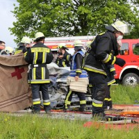16-05-2014_ostallgaeu_friesenried_oberguenzburg_unfall_frontal_feuerwehr_schwerverletzte_bringezu_new-facts-eu20140516_0015