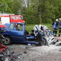 16-05-2014_ostallgaeu_friesenried_oberguenzburg_unfall_frontal_feuerwehr_schwerverletzte_bringezu_new-facts-eu20140516_0019