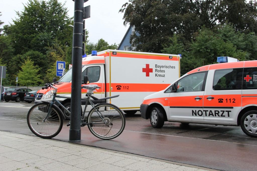 16-09-2013_memmingen_schlachthofstrasse_unfall_fahrradfahrer_rettungsdienst_poeppel_new-facts-eu20130916_0003