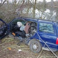 17-02-2014_guenzburg_thannhausen_unfall_schwer-verletzt_feuerwehr_foto-weiss_new-facts-eu20140217_0002
