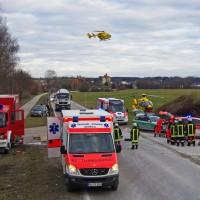 17-02-2014_guenzburg_thannhausen_unfall_schwer-verletzt_feuerwehr_foto-weiss_new-facts-eu20140217_0003