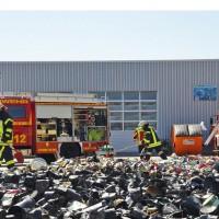 17-04-2014-guenzburg-krumbach-brand-wertstoffhof-feuerwehr-foto-weiss-new-facts-eu_0002