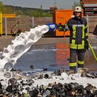 17-04-2014-guenzburg-krumbach-brand-wertstoffhof-feuerwehr-foto-weiss-new-facts-eu_0005