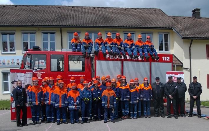 Auf dem Foto sind sie gemeinsam mit Kreisjugendfeuerwehrwartin Julia Jentzsch (links) in Oberreute zu sehen.