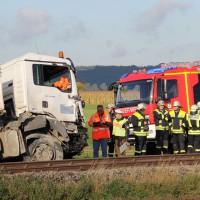 17-10-2013_unterallgau_nassenbeuren_bahnunfall_lkw_regionalbahn_feuerwehr_poeppel_new-facts-eu20131017_0006