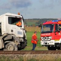 17-10-2013_unterallgau_nassenbeuren_bahnunfall_lkw_regionalbahn_feuerwehr_poeppel_new-facts-eu20131017_0008