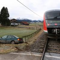 18-01-2014_oberallgau_seeg-zeil_bahnunfall_pkw_regionalbahn_bringezu_new-facts-eu20140118_0001
