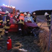 B12-Hirschzell - Schwer Verkehrsunfall bei Überholvorgang - drei Verletzte