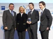 von links: Franz Pschierer (Wirtschaftsstaatssekretär), Waltraud Kaiser (Laudator), Dr. Philipp Baaske (Geschäftsführer), Dr. Stefan Duhr (Geschäftsführer)