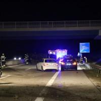 A96-Holzgünz - Transporter kollidiert mit Pkw - drei Verletzte - Vollsperrung der Richtungsfahrbahn