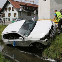 22-05-2014_oberallgäu_burgberg_unfall_bmw_bach_oelsperre_feuerwehr_groll_new-facts-eu_0005