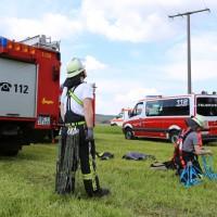 23-04-2014-biberach-kirchberg-hochspannungsleitung-unfall-arbeiter-feuerwehr-poeppel_new-facts-eu_0014