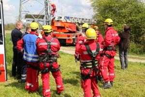 23-04-2014-biberach-kirchberg-hochspannungsleitung-unfall-arbeiter-feuerwehr-poeppel_new-facts-eu_0060