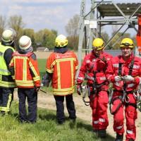23-04-2014-biberach-kirchberg-hochspannungsleitung-unfall-arbeiter-feuerwehr-poeppel_new-facts-eu_0066