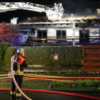 26-04-2014-oberallgaeu-oberstdorf-brand-reihenhaeuser-16-verletzte-feuerwehr_new-facts-eu_0002
