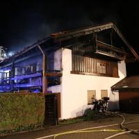 26-04-2014-oberallgaeu-oberstdorf-brand-reihenhaeuser-16-verletzte-feuerwehr_new-facts-eu_0007