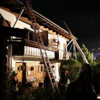 26-04-2014-oberallgaeu-oberstdorf-brand-reihenhaeuser-16-verletzte-feuerwehr_new-facts-eu_0011