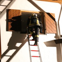 26-04-2014-oberallgaeu-oberstdorf-brand-reihenhaeuser-16-verletzte-feuerwehr_new-facts-eu_0015