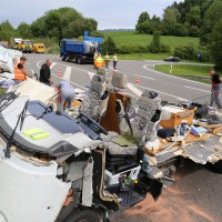 26-05-2014_b308-sigmarszell_lkw-gegen-wohnmobil-truemmerfeld_polizei_poeppel_new-facts-eu20140526_0002