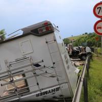 26-05-2014_b308-sigmarszell_lkw-gegen-wohnmobil-truemmerfeld_polizei_poeppel_new-facts-eu20140526_0008