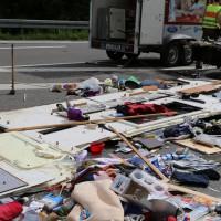 26-05-2014_b308-sigmarszell_lkw-gegen-wohnmobil-truemmerfeld_polizei_poeppel_new-facts-eu20140526_0018