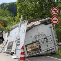 26-05-2014_b308-sigmarszell_lkw-gegen-wohnmobil-truemmerfeld_polizei_poeppel_new-facts-eu20140526_0027