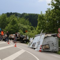 26-05-2014_b308-sigmarszell_lkw-gegen-wohnmobil-truemmerfeld_polizei_poeppel_new-facts-eu20140526_0029