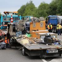 26-05-2014_b308-sigmarszell_lkw-gegen-wohnmobil-truemmerfeld_polizei_poeppel_new-facts-eu20140526_0042