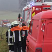 26-12-2013_b16_loppenhausen_pkw-uberschlagen_verletzte_feuerwehr_poeppel_new-facts-eu20131226_0006