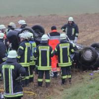 26-12-2013_b16_loppenhausen_pkw-uberschlagen_verletzte_feuerwehr_poeppel_new-facts-eu20131226_0007