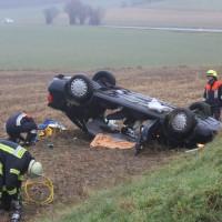 26-12-2013_b16_loppenhausen_pkw-uberschlagen_verletzte_feuerwehr_poeppel_new-facts-eu20131226_0015