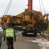 Unfall A8 LKW verliert Baumaschine 20 km Stau