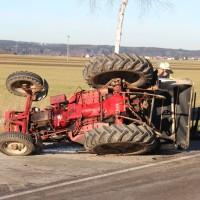 27-12-2013_unterallgau_turkheim_traktor_pkw_unfall_feuerwehr_poeppel_new-facts-eu20131227_0002