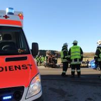 27-12-2013_unterallgau_turkheim_traktor_pkw_unfall_feuerwehr_poeppel_new-facts-eu20131227_0003