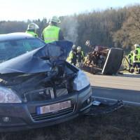 27-12-2013_unterallgau_turkheim_traktor_pkw_unfall_feuerwehr_poeppel_new-facts-eu20131227_0008