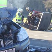 27-12-2013_unterallgau_turkheim_traktor_pkw_unfall_feuerwehr_poeppel_new-facts-eu20131227_0010