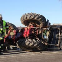 27-12-2013_unterallgau_turkheim_traktor_pkw_unfall_feuerwehr_poeppel_new-facts-eu20131227_0015