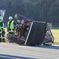 27-12-2013_unterallgau_turkheim_traktor_pkw_unfall_feuerwehr_poeppel_new-facts-eu20131227_0020