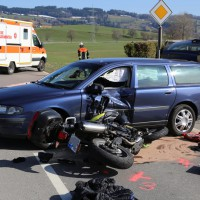 29-03-2014_oberallgaeu_sulzberg_oeschlesee_motorrad_pkw_oa7_unfall_poeppel_new-facts-eu20140329_0019